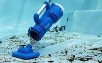 Как провести чистку бассейна подводным пылесосом