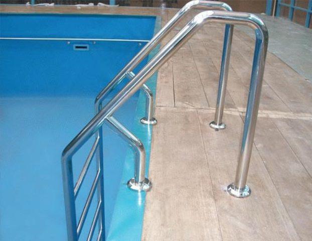 Лестница для входа в воду