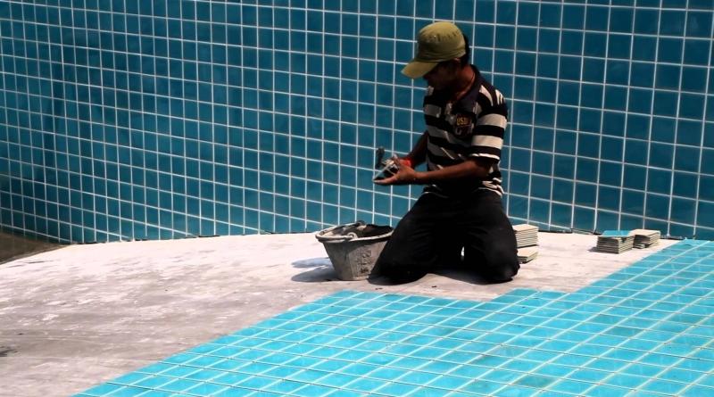 Укладка плитки в резервуаре