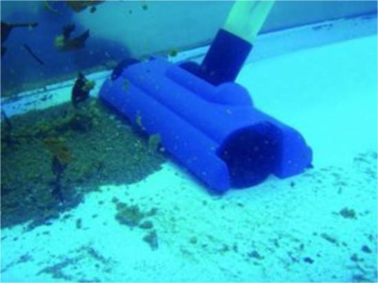 Пылесос соберет мусор со дна и стен